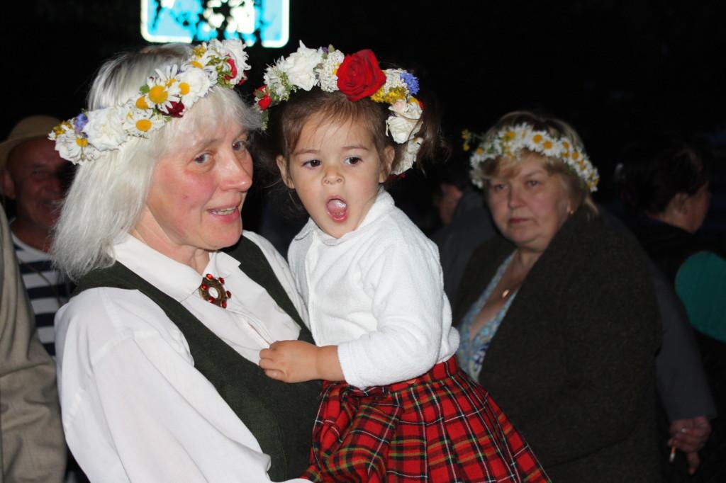 Groß und Klein feiern das Johnnisfest Bild: P. Rothfuß