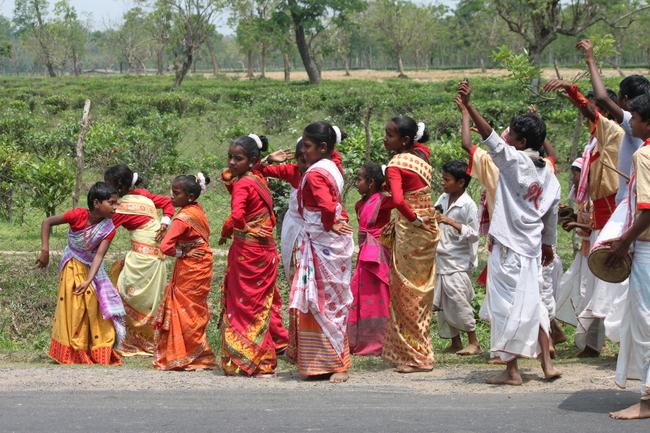 Indische Kinder üben für ein Fest Bild: W. Rietschel